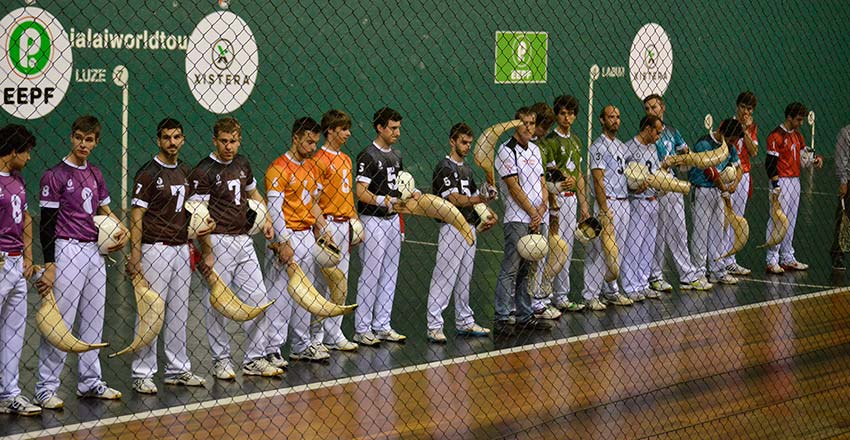 Los pelotaris, antes de empezar la quiniela en Durango