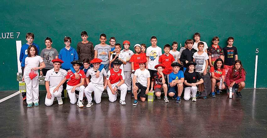 Premiados en las finales del Torneo El País del Bidasoa Txiki